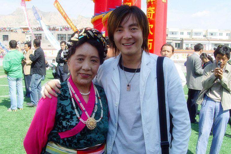 著名女高音歌唱家才旦卓玛老师合影